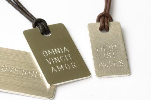Silberplakette mit Gravur